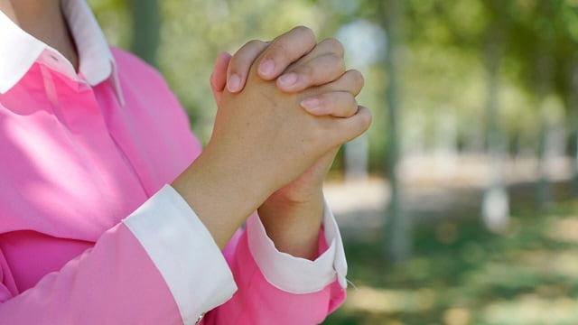 she prays to God