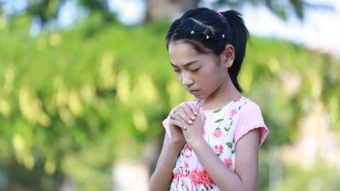 How a 13-Year-Old Christian Keeps Her Faith in God in Illness
